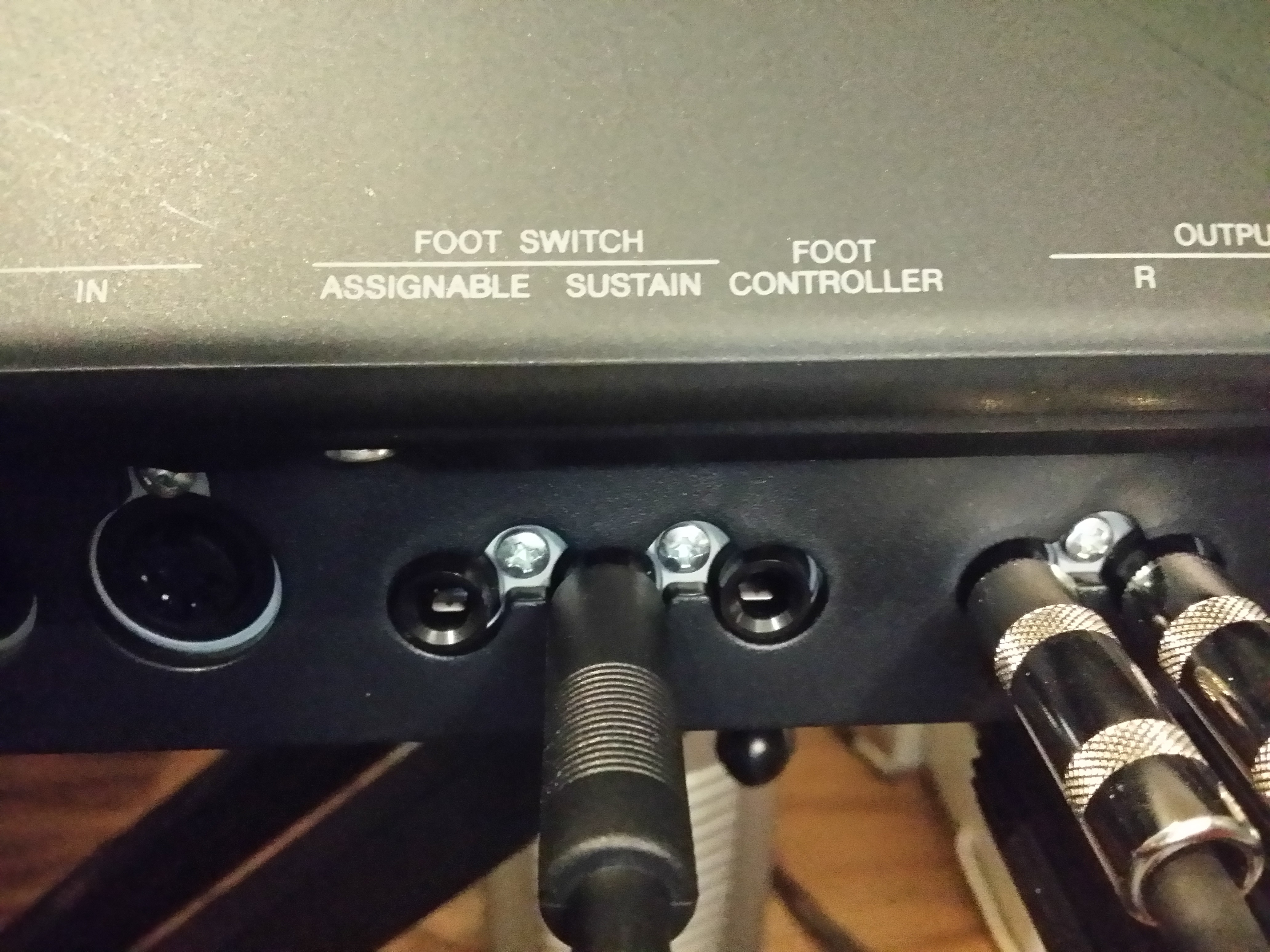 how to use sustain pedal